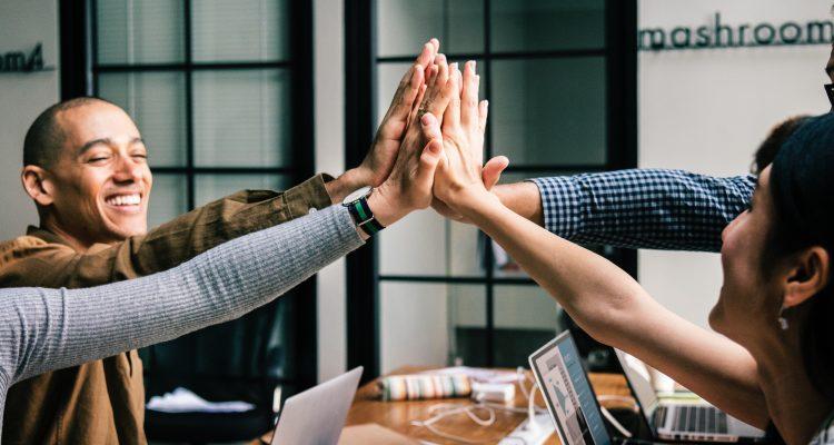 Motivar a equipe é um dos segredos para o sucesso - Photo by rawpixel.com from Pexels